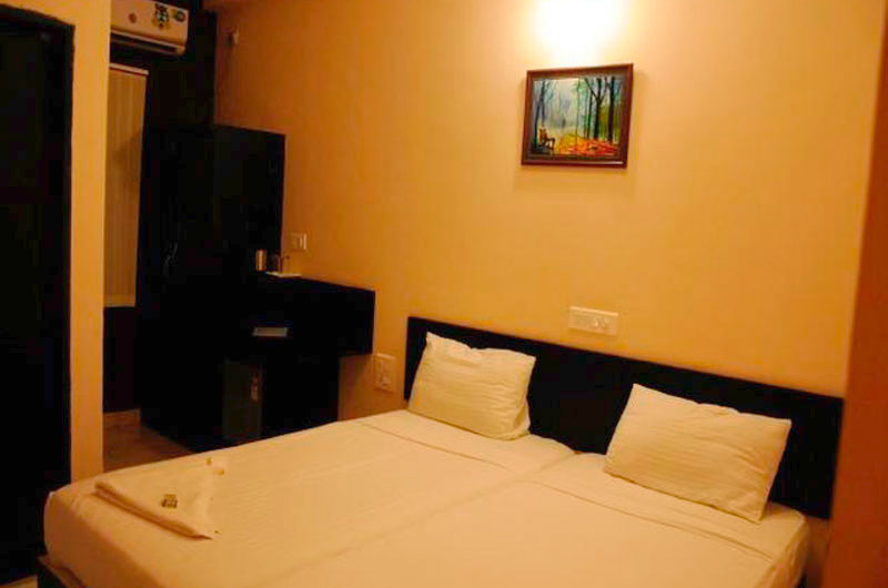 Deluxe AC Room at Hotel Sri Krishna Residency